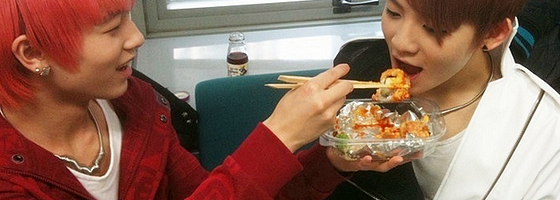 Fãs do Teen TOP mandaram deliciosas comidas. Lricky